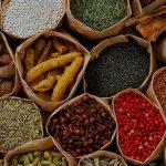 12 Temperos veganos naturais para dar um up nas suas receitas